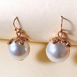 Elegant Pearl Pendant Generous Earrings